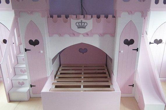 Giường ngủ công chúa hình lâu đài