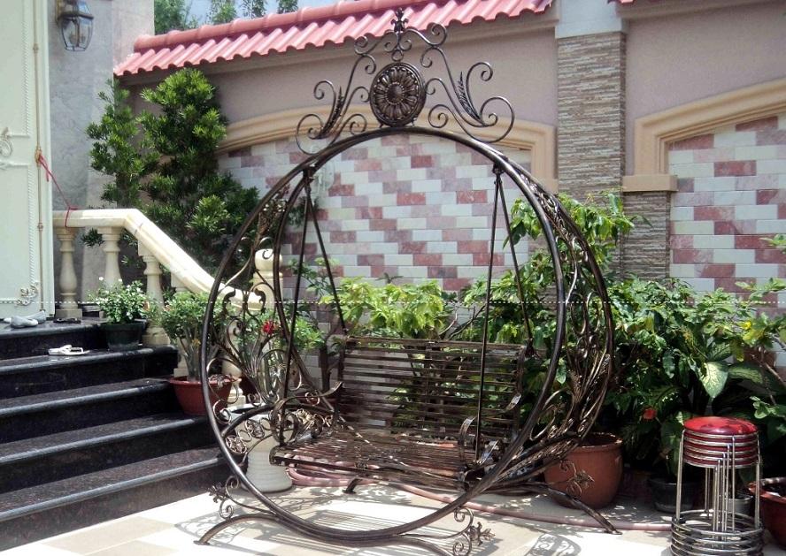 Mẫu xích đu sắt thiết kế hình tròn độc đáo