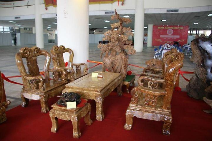 Bộ bàn ghế gỗ nghiến tay 10