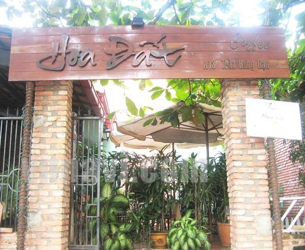 Phụ kiện trang trí cổng quán café sân vườn
