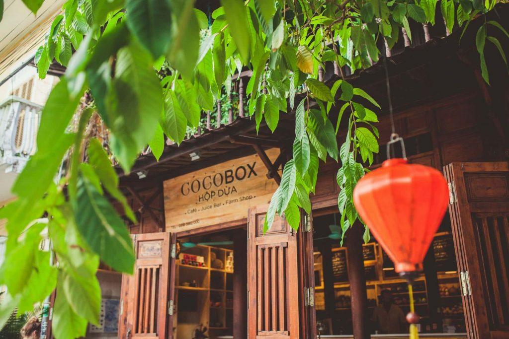 Vì sao nên trang trí cổng quán café sân vườn đẹp?